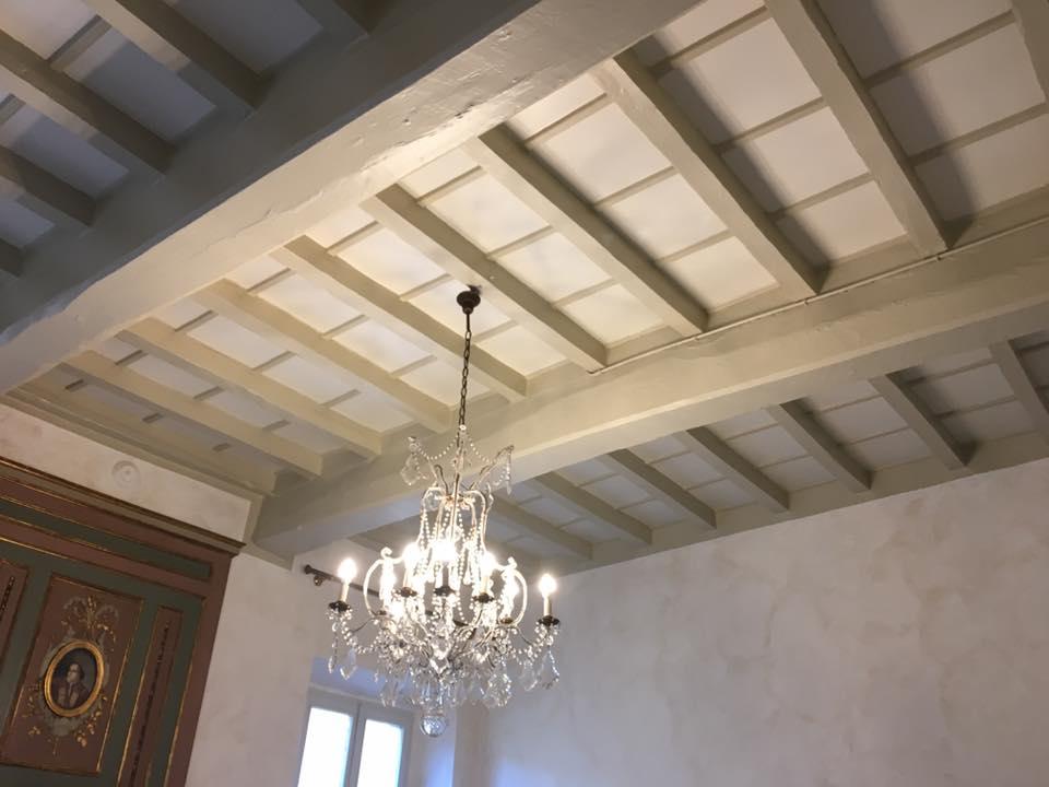 Verniciatura soffitti in legno a due colori